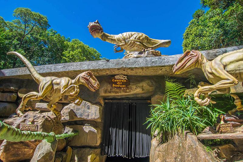 Dinossauros no Parque Terra Mágica Florybal em Canela