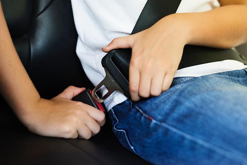Cadeirinha e segurança para crianças no aluguel do carro